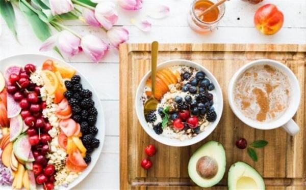 تاثیر پوشیدن لباس رسمی در انتخاب غذاهای سالم تر