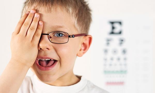 تنبلی چشم در بچه ها چیست و چگونه درمان می شود؟