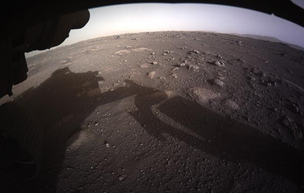 کاوشگر پشتکار عکس های باکیفیت نخستین روز حضورش در مریخ را فرستاد