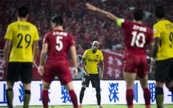 شرایط سفید کرونایی در چین؛ تماشاگران بدون محدودیت به استادیوم برگشتند
